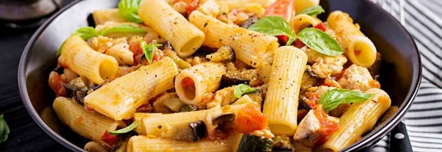rigatoni-pasta-with-chicken-meat-eggplant-in-jp9ntuy