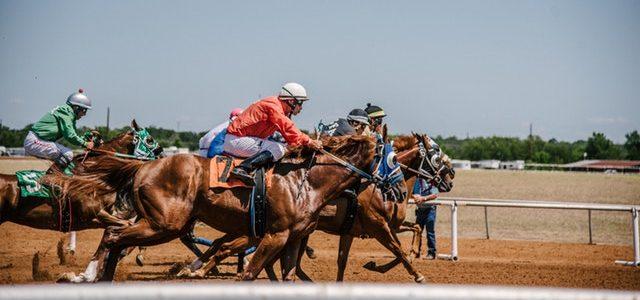 men-on-horses-3015224